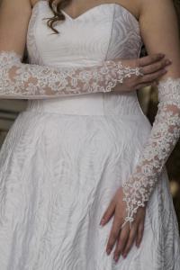 Свадебные перчатки без пальцев короткие
